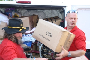 Steve Marsh and Dave Hobbit unloading their van